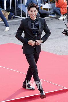 2015 Korea Drama Awards 151009 : Red Carpet - Chanyeol (my favourite outfit on… Park Chanyeol Exo, Exo Chen, Exo K, Baekhyun, 5 Years With Exo, Korean People, Rap God, Lin Manuel Miranda, Kpop