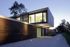 House LK / Dietrich Untertrifaller Staheli Architekten Cantilevered 2 level