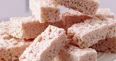 The best White Chocolate Marshmallow Cereal Bars recipe you will ever find. Welcome to RecipesPlus, your premier destination for delicious and dreamy food inspiration. Best White Chocolate, White Chocolate Recipes, Marshmallow Cereal, Cereal Bars, Chocolate Marshmallows, Baking Pans, Rice Krispies, Food Inspiration, Cookies