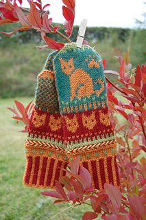 Ravelry: Cat Autumn Mittens pattern by Connie H Design Mittens Pattern, Knit Mittens, Cat Pattern, Knitted Gloves, Wrist Warmers, Hand Warmers, Knitting Designs, Knitting Projects, Knitting Charts