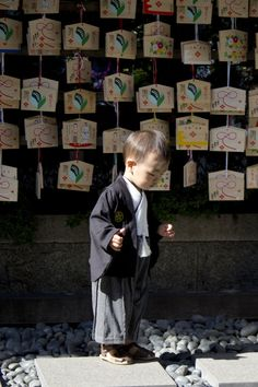 3-year-old boy dressed in hakama at at the Tokyo Daijingu Shrine, for the Shichi-Go-San ceremony. Photo by Japanresor (CC BY-SA) #Japan