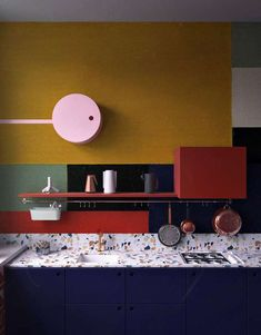 25 Bold Color Block Kitchen Decor Ideas : a dark blue kitchen with a terrazzo countertopp, brass fixtures and postal red shelf plus green and yellow color blocking Terrazzo, Kitchen Interior, Kitchen Decor, Kitchen Furniture, Interior Livingroom, Table Furniture, Luxury Furniture, Outdoor Furniture, Dark Blue Kitchens