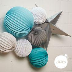 Lanterne étoile gris argent dans une composition de lampions