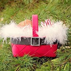 Santa DIY Christmas Gift Baskets Is Creative Giving(Christmas Bake Photography) Diy Holiday Gifts, Christmas Gift Baskets, Handmade Christmas Gifts, Christmas Gift Wrapping, Holiday Crafts, Holiday Fun, Wrapping Gifts, Xmas Gifts, Very Merry Christmas