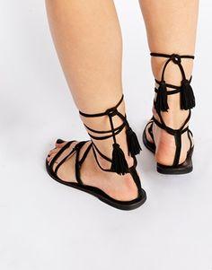 Sandalias anudadas a la pierna en ante FLO de ASOS