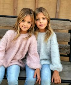 Meet the most beautiful twins in the world Twin Girls Outfits, Cute Girl Outfits, Kids Outfits, Beautiful Little Girls, The Most Beautiful Girl, Beautiful Children, Cute Twins, Cute Girls, Cute Babies