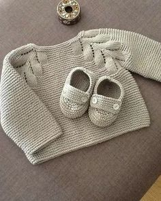 Baby Knitting Patterns, Baby Cardigan Knitting Pattern Free, Crochet Rug Patterns, Knit Baby Sweaters, Knitting Accessories, Crochet Clothes, Old Women, Free Pattern, Baby Shoes