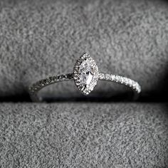 It doesn´t always need a proposal to wear a diamond ring. Fine Jewelry, Jewelry Making, Luxury Jewelry, Proposal, Jewelry Design, Engagement Rings, Elegant, Diamond, Collection