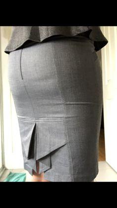 Today's work skirt Sexy Skirt, Dress Skirt, Peplum Dress, Ariel Winter Feet, Tight Pencil Skirt, Corporate Women, Sexy Hips, Work Skirts, Winter Skirt