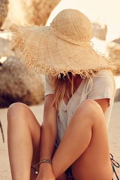 I love this fun sun hat! I don't think I'm ever this stylish when on the beach.
