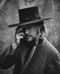 The Lane - Nick Fouquet Style Brut, Style Masculin, Rugged Men, Le Far West, Cool Hats, Stylish Men, Bearded Men, Hats For Men, Leather Men