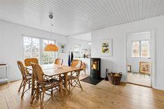Miete Ferienhaus 1275-N in Hagelundsvej 40, Liseleje Danish Interior Design, Dining Table, Furniture, Home Decor, Fireplace Heater, Cottage House, Bedroom, Decoration Home, Room Decor