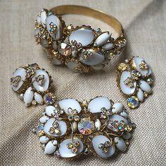 Vintage Alice Caviness Rhinestone Parure Milk Glass Bracelet Pin Earrings Set   eBay