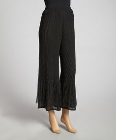 Embrace a free-flowing silhouette compliments of these effortless palazzo pants! Decorated in stylish pleats, this pair features an elasticized waistband that gently hugs hips for a comfortable fit.