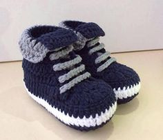 I am really very kids loving p Baby Boy Booties, Knit Baby Shoes, Crochet Baby Boots, Baby Shoes Pattern, Booties Crochet, Crochet Baby Clothes, Boy Shoes, Crochet Slippers, Knit Baby Sweaters