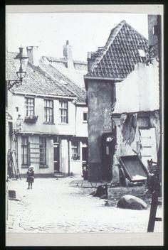 Zwolle, de Waterstraat: later geheel gerestaureerd en gesnaneerd met het Aldo v Eyck plan.