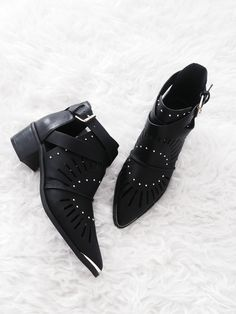 Boohoo-Summer-Point-Metal-Boots