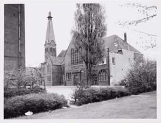 1949. View on the Rehobothkerk in the Zacharias Jansestraat in Amsterdam-Oost. The Rehobothkerk was built as a new reformed church in the former independent municipality Watergraafsmeer. The church consisted of a church hall with a tower standing aside. The church was demolished late 1971-beginning 1972. Photo Stadsarchief Amstedam. #amsterdam #1949 #ZachariasJansestraat