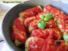 Gli involtini verza e riso al sugo sono un piatto vegetariano completo e gustoso: facili da preparare e perfetti da servire a tavola per tutta la famiglia.