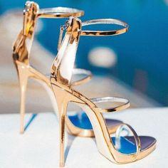 super ideas for wedding shoes gold heels giuseppe zanotti Pretty Shoes, Beautiful Shoes, Fancy Shoes, Blue Shoes, Gold Wedding Shoes, Giuseppe Zanotti Heels, Open Toe High Heels, Prom Heels, Metallic Sandals