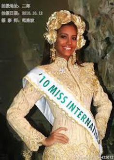 Miss International 2010 - Elizabeth Mosquera, Luciendo su Traje Tipico..