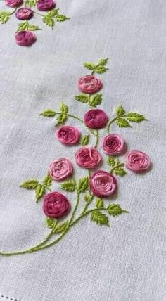 Brazilian Embroidery Stitches, Hand Embroidery Videos, Embroidery Stitches Tutorial, Embroidery Flowers Pattern, Simple Embroidery, Hand Work Embroidery, Silk Ribbon Embroidery, Hand Embroidery Designs, Embroidery Techniques