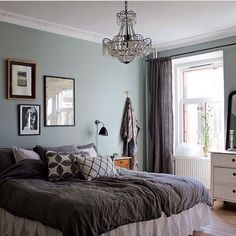 Pretty bedroom colors: light blue and dark gray Pretty Bedroom, Bedroom Green, Cozy Bedroom, Bedroom Inspo, Bedroom Colors, Dream Bedroom, Bedroom Decor, Beach Bedding Sets, Home Wallpaper