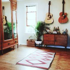 12x gitaren als pronkstuk in huis | NSMBL.nl