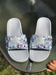 Embellished Nike Sandals with Crystals and Pearls Cute Nike Shoes, Fly Shoes, Bling Shoes, Nike Slide Sandals, Crocs Slides, Pretty Shoes, Awesome Shoes, Fluffy Sandals, Nike Flip Flops