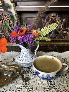 Good vibes Wednesday morning. Flowers, coffee and vintage mood.