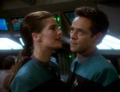 Terry Farrell and Alexander Siddig as Jadzia Dax and Dr. Julian Bashir in Star Trek Deep Space Nine ❤❤