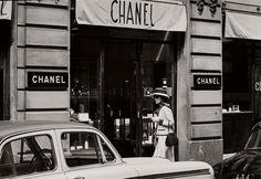 vintage-bw-photos-of-fashion-icon-gabrielle-coco-chanel-1962-douglas-kirkland-22