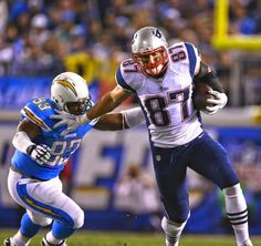 Google+   Rob Gronkowski became the first tight end in NFL history to have four 10-plus touchdown seasons (10 in 2010, 18 in 2011, 11 in 2012 and 10 in 2013)