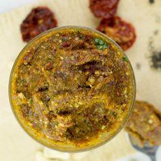 Red Pesto with sun-dried Tomatoes and Basil #vegan #pesto | hurrythefoodup.com