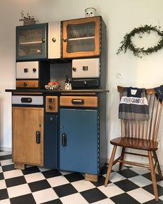 Buffet Mado Melchior 3 Art Deco Furniture, Retro Furniture, Kitchen Furniture, Painted Furniture, Diy Furniture, Wall Design, House Design, Styling A Buffet, Cozy Kitchen
