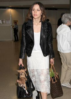 Singer and actress Katharine McPhee is a double threat, so she's got to stack her pups two to a carry-on #celebrities #dogs http://www.petrashop.com/