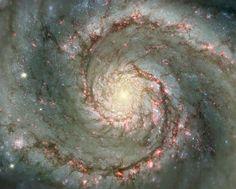 La Galaxia del Remolino es una clásica galaxia en espiral. A solamente 23 millones de años luz de distancia y con un ancho total de 65 mil años luz, la M51 también conocida como NGC 5194.