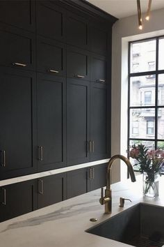 A black farmhouse sink gives our country kitchen a warm feel Pinworthy: KITCHEN Today I'm sharing 5 kitchen trends of from concrete worktops to mix and match cabinetry. Modern Kitchen Interiors, Home Decor Kitchen, Country Kitchen, Country Farmhouse, Kitchen Ideas, Black Farmhouse Sink, Farmhouse Sinks, Kitchen Sink Design, Kitchen Sinks