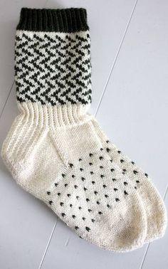 Mustavalkoiset sukat Novitan Talvi 2011 -lehden ohjein Black and white socks as directed by Novita Winter 2011 Fair Isle Knitting, Knitting Socks, Hand Knitting, Crochet Stitches, Knit Crochet, Black And White Socks, Winter Socks, Wool Socks, Knitting Videos
