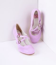 Make a grand entrance in these admirable faux leather lavender heels! A lovely pair of shoes which start off with a double mary-jane style strap that criss cross and buckle on the outer side. The buckles also come with a stretchy gorde for extra room. The