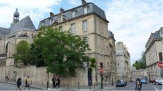 Hôtel du Duc d'Orléans (1742) 30, rue Descartes Paris 75005. Actuellement presbytère de l'église Saint-Etienne du Mont.