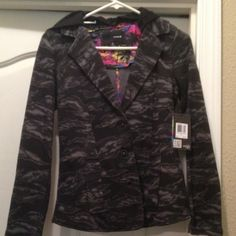 *reduced* Hurley cotton coat Hurley, button up coat. Soft cotton, sweatshirt feel. Hood is detachable. Fun Hawaiian print on the inside lining. NWT. Easily dress it up or down. Hurley Jackets & Coats