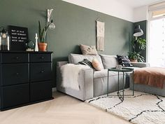 Over de groene muur en hoe je bespaart op je verf Room Makeover, Living Room Green, Home Living Room, Home, Living Room Design Green, Home Deco, Living Furniture, Home And Living, Living Room Designs