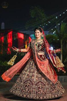 couple poses for indian wedding photography Indian Wedding Poses, Indian Bridal Photos, Indian Wedding Couple Photography, Indian Bridal Outfits, Bride Photography, Indian Bride Poses, Photography Tricks, Punjabi Wedding, Bridal Poses