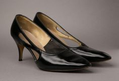 1950s Black Patent Leather Cutout High Heel from BloomersAndFrocks, $32.00 #vintage #shoes #1950s #pumps #pinup