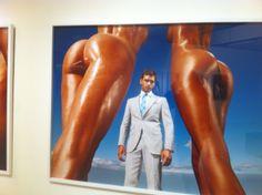 Suits Supply 2010 Super gave compositie! de man valt op ondanks hij op de achtergrond te zien is.