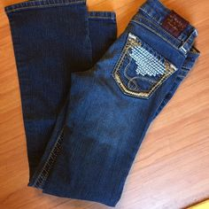 """Domaine denim jeggings Domaine jegging style pants / I purchased these at a resale store and initially at first thought they were jean jeans, they are still adorable but the front pockets are faux as well as the button and zipper. Boot cut size XS / cute back pocket stitching / 26"""" waist and 36"""" leg / stretch Domaine Jeans"""