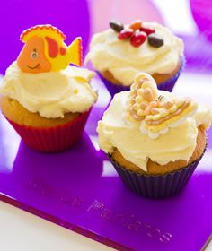 Ένα χαρούμενο κέρασμα για τους συναδέλφους στο γραφείο ή τους συμμαθητές παιδιών. Γίνεται και τούρτα γενεθλίων! Angel Cake, Special Recipes, Chinese Food, Cake Pops, Truffles, Cake Recipes, Sweet Tooth, Dinner Recipes, Food And Drink