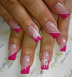 Des motifs d'ongles floraux pour vous inspirer ( page 9 ) - Lilly is Love Fingernail Designs, Acrylic Nail Designs, Nail Art Designs, Nagellack Design, Nagellack Trends, Pink Nail Art, Cute Acrylic Nails, Pretty Nail Art, Beautiful Nail Art
