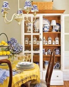 Ideas kitchen blue and white french country home French Interior, French Decor, French Country Decorating, Cottage Decorating, Pale Yellow Kitchens, Yellow Rooms, Kitchen Yellow, Mellow Yellow, Blue Yellow